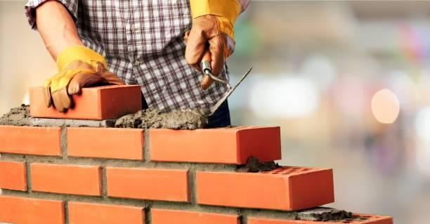 builds a brick